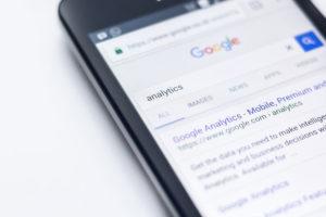 Google oferece possibilidades de mensuração de resultados para fazer marketing político e ajuda em como ganhar uma eleição com pouco dinheiro